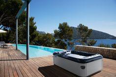 Villeroy Boch presenta un spa exterior para el verano Spa Exterior, Jacuzzi, Hot Tub Privacy, Mini Piscina, Wooden Patios, Wellness Spa, Villeroy, Enjoy Summer, Home Spa