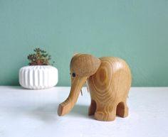 Vintage Elefant Holz Figur dänisch von ILoveSparrows auf DaWanda.com