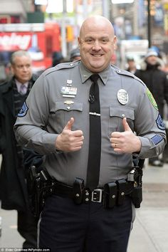 The Delaware police officer Master Cpl. Jeff Davis who sang Taylor Swift's 'Shake it Off' in his patrol car gave an encore performance Monday night at a benefit event. Handsome Older Men, Chubby Men, Guy Outfits, Hot Cops, Taylor Swift Songs, Beefy Men, Special Kids, Military Girl, Daddy Bear