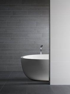 Mosa combination Quarz, mooie tegels zeg. Amsterdam Apartment, New Bathroom Designs, Shop Interiors, Color Tile, Bathroom Styling, Kitchen Flooring, Tile Design, Bathroom Inspiration, Bathroom Interior
