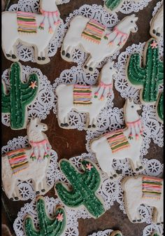Llama and cactus bohemian themed baby shower styled by yours truly❤️ Donut b. Llama and cactus bohemian themed baby shower styled by yours truly❤️ Donut board triangle diy b Boho Baby Shower, Girl Shower, Baby Shower Themes, Llama Birthday, Baby Birthday, Birthday Parties, Birthday Ideas, Festa Party, Baby Shower Cookies
