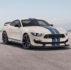 This vintage Ford Mustang is undeniably a powerful style approach. Mustang Cobra, Ford Mustang Shelby, Ford Gt, Ford Mustangs, Mustang Gt 350, Shelby Gt350r, Ford Lincoln Mercury, Best Muscle Cars, Ford Classic Cars