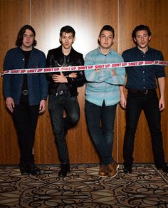 i HAVE NEVER SEEN THIS PICTURE BEFORE! LOOK AT THEM!! I LOOOVVVVEE ARCTIC MONKEYS