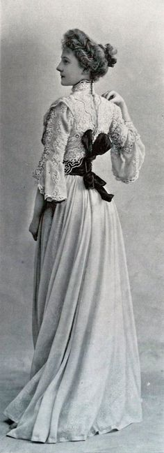 1901 April, Les Modes Paris – Town dress by Laferrière - Edwardian Fashion 1900s Fashion, Edwardian Fashion, Vintage Fashion, Belle Epoque, Look Vintage, Vintage Beauty, Vintage Ladies, Vintage Outfits, Vintage Dresses