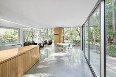 The single-storey lakeside house has been designed by canadian architect Paul Bernier.