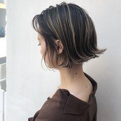 66 Chic Short Bob Hairstyles & Haircuts for Women in 2019 - Hairstyles Trends Messy Bob Hairstyles, Trending Hairstyles, Hairstyles Haircuts, Bob Haircuts, Medium Hairstyles, Styles Bob, Short Hair Styles, Chin Length Cuts, Bob Haircut With Bangs