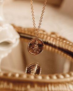 Cream Aesthetic, Gold Aesthetic, Classy Aesthetic, Aesthetic Colors, Photo Jewelry, Gold Jewelry, Jewelry Accessories, Jewelry Necklaces, Urban Jewelry