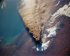 The ash plume from the eruption of the Kliuchevskoi Volcano in the Kamchatka peninsula, seen from the Space Shuttle Endeavour in Oct 1994 (another view)