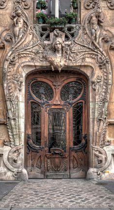 Art Nouveau in Paris at 29 Avenue Rapp near the Eiffel Tower • designer/sculptor: Jean-Baptiste Larrive • photo: W Brian Duncan on 500px