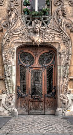 Art Nouveau in Paris at 29 Avenue Rapp near the Eiffel Tower • designer/sculptor: Jean-Baptiste Larrive • photo: W Brian Duncan on 500px