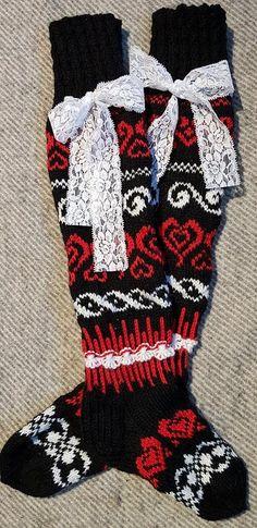 Sydämelliset – Lähti käpälästä Patterned Socks, Knitting Socks, Christmas Stockings, Patterns, Holiday Decor, Knit Socks, Needlepoint Christmas Stockings, Block Prints, Christmas Leggings
