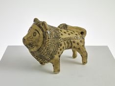 Grayson Perry donates 'Unfashionable Lion' to raise money for LCF scholarships - London College of Fashion News Grayson Perry, Pottery Animals, Fine Art Auctions, Clay Animals, High Art, Art Plastique, How To Raise Money, Online Art Gallery, Art World