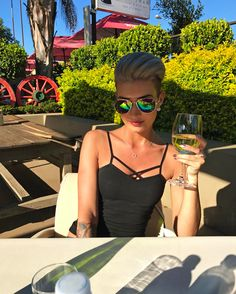 Good Night ☀️ schlaft schön   #me #wineglass #winelover #dinner #holiday #holydays #vacation #sunclasses #colourful #love #amazing #beauty #beautiful #shorthair #pixie #pixies #pixiecut #undercut #fashion #fashionista #fashionblogger #summer #sunny #tattoo #tattoos #blonde #southafrica #happy