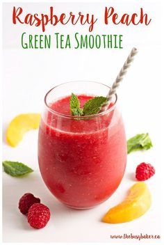 This Raspberry Peach Green Tea Smoothie is my favourite summer drink! Its a refreshing low-calorie treat thats naturally sweetened only with fruit with a delicious hint of iced green tea! Looking for more refreshing drinks? Try my Dairy-Free Mocha Cara Smoothie King, Smoothie Bowl, Green Tea Smoothie, Tea Smoothies, Smoothies For Kids, Healthy Smoothies, Green Smoothies, Raspberry Smoothie, Smoothie Detox