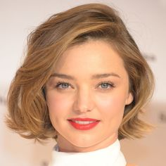 Miranda Kerr gets her shortest haircut ever. If you want to know Miranda Kerr new hairstyle check our gallery! Miranda Kerr Hair, Miranda Kerr Style, Miranda Kerr Makeup, Cool Short Hairstyles, Curled Hairstyles, Beautiful Hairstyles, Short Haircuts, Hairstyles Haircuts, Short Hair Cuts For Women