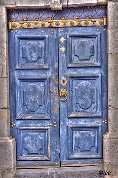 12th Century door / Porte du 12eme siecle by Cecile-c, via Flickr