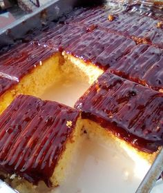 Unrepeatable dessert with 3 milks and caramel Greek Desserts, Greek Recipes, Cookbook Recipes, Cooking Recipes, Brownie Cake, Sweet And Salty, How To Make Cake, Caramel, Steak