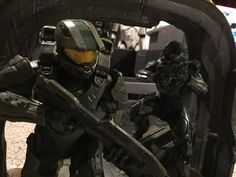 Halo 5: Guardians Limited Collector's Edition Statue Review - http://www.entertainmentbuddha.com/reviews/halo-5-guardians-limited-collectors-edition-statue-review/