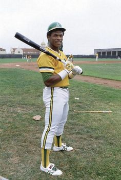 Rickey Henderson, Oakland Athletics, the greatest base stealer of all time with the next closet was ou Brock with you ever whatched Rickey play you would know why. Mlb Players, Baseball Players, Pro Baseball, Baseball Wall, Baseball Training, Baseball Shoes, Baseball Stuff, Dodgers, Rickey Henderson