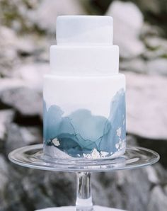 The minimalist blue icy detail of this winter wedding watercolor cake sets it off.
