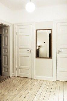 Vitoljat golv i tjugotalshall Swedish Design, Scandinavian Design, Pine Floors, Wooden Flooring, Next At Home, Halls, Home Decor Furniture, Interior Design Inspiration, My Dream Home