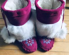 Toddler Mukluks Custom Designed by you! Color of Leather and Beadwork to your choice. Can be made in Toddlers sizes Handmade Design, Etsy Handmade, Handmade Items, Handmade Gifts, Beaded Moccasins, Baby Moccasins, Beading Needles, Loom Beading, Native Beading Patterns