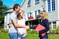 """We buy houses in Houston"""" are fake or some sort of scam; therefore, you need to consider certain things before hiring a real estate agent. Buying Your First Home, Selling Your House, Home Buying, Sell House, Template Wordpress, Tema Wordpress, Real Estate Career, Real Estate News, Estate Law"""