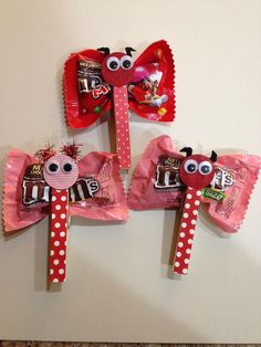 Valentine M&M butterflies. Cute, affordable and easy Valentine favors I whipped up. by heather Homemade Valentines, Valentine Box, Valentines Day Party, Valentines For Kids, Valentine Day Crafts, Holiday Crafts, Valentine Ideas, Valentines Recipes, Saint Valentin Diy