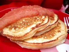 Mix 7 T flour, 1 T sugar, 1 tsp bp, tsp salt. Greek yoghurt, tsp vanilla and 2 large eggs. Add to dry ingredients. of batter onto medium hot griddle for 4 inch pancakes. Shown in photo with pink applesauce. Pancake Recipe With Yogurt, Greek Yogurt Pancakes, Nonfat Greek Yogurt, Greek Yogurt Recipes, Pancakes And Waffles, Buttermilk Pancakes, Keto Pancakes, P90x3 Recipes, Cooking Recipes