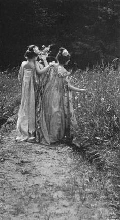 Photos: Charles Émile Joachim Constant Puyo - Part 1 - Bio data - Links Vintage Pictures, Old Pictures, Vintage Images, Old Photos, Photo Vintage, Pre Raphaelite, Pics Art, Vintage Photographs, Vintage Beauty