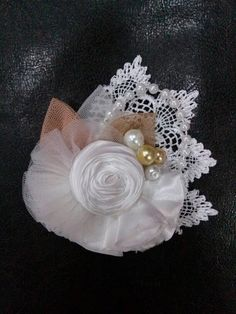 White flower Satin Flowers, Diy Flowers, Crochet Flowers, Fabric Flowers, Flower Hair Bows, Flower Hair Accessories, Silk Ribbon Embroidery, Fabric Ribbon, Material Flowers