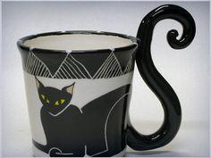 Presente ideal para quem gosta de tomar café com um gatinho ronronando no colo.
