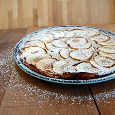 Whole Wheat German Apple Pancake from It's Not Easy Eating Green. Pancakes And Waffles, Butter Pancakes, German Apple Pancake, Breakfast Recipes, Breakfast Bites, Unsweetened Applesauce, Apple Butter, Creative Food, Favorite Recipes