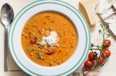 Lust auf eine leckere, #sättigende und #deftige #Suppe? Low Carb #Pizzasuppe! Wenn der Hunger ruft und man mit gutem Gewissen reinhauen möchte.
