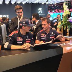 Séance de dédicaces pour Sébastien Loeb et les pilotes WRX sur le stand Peugeot ! #MondialAuto #ParisMotorShow #automobile #automotive #voiture #cars #dedicace #sebastienloeb #wrx #pilotes #instacars #carsofinstagram