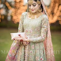 Outfit: @deenarahmanofficial Photo: @mahasphotography #thepakistanibride
