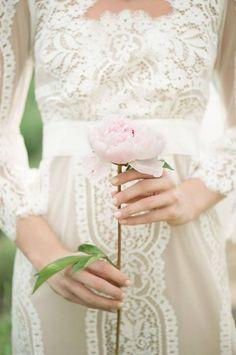 Pretty lace dress, holding a rose Bridal Gowns, Wedding Gowns, Our Wedding, Dream Wedding, Wedding Lace, Summer Wedding, Wedding Flowers, Boho Vintage, Estilo Retro