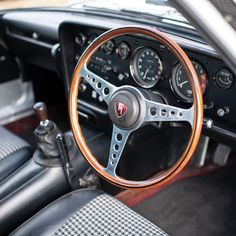 1971 Mazda Cosmo Sport Series Determined a New Destiny Tokyo Motor Show, Vintage Classics, Automotive News, Photos For Sale, Manual Transmission, Rotary, Mazda, Colorful Interiors, Cosmos