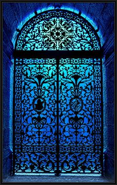 I like this gate to go on the outside of the front door of house, so when the weather is nice, you can open the wooden doors, and the gate remains securely closed. If the walls on either side of the gate a Cool Doors, The Doors, Unique Doors, Windows And Doors, Front Doors, Door Knockers, Door Knobs, Shades Of Blue, Porches