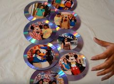 How to make a DIY picture frame using old CDs