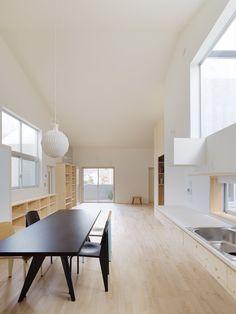 "House in Kitaoji by Torafu Architects ""Location: Kyoto, Kyoto Prefecture, Japan"" 2012 Minimalist Architecture, Interior Architecture, Interior And Exterior, Minimalist Kitchen, Minimalist Interior, Interior Minimalista, Architect House, Contemporary Interior, Kitchen Interior"