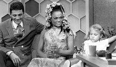 David Hedison, Eartha Kitt, and her daughter Kitt McDonald on the 'The Merv Griffin Show' Interracial Marriage, Interracial Love, Celebrity Couples, Celebrity Pictures, Eartha Kitt Daughter, Merv Griffin, Biracial Couples, Interacial Couples, Actresses