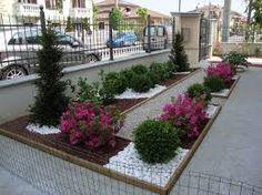 Risultati immagini per giardini con aiuole e sassi Outdoor Garden Decor, Outdoor Landscaping, Front Yard Landscaping, Landscape Design Plans, Modern Garden Design, Small Backyard Patio, Backyard Garden Design, Beautiful Home Gardens, Concrete Patio