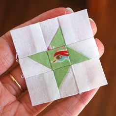I've got another free mini block pattern for you! This itty-bitty version of the Friendship Star block is quite straight forward to sew - j...