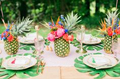 Take your Summer party to the next level of tropical cool with this Rosé unfused outdoor bash. Filled with flamingos, pineapples and palms plus a killer bar cart, it is destined to be a party to reme. Luau Birthday, Hawaiian Birthday, Hawaiian Parties, Hawaiian Luau, Birthday Ideas, Flamingo Party, Pineapple Pool Float, Tropical Centerpieces, Hawaiian Party Decorations