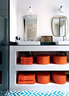interior designers Daphne Desjeux and Dorothea Delaye add pops of color to Parisian apartment #bathroom