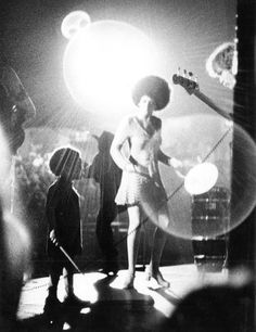 minnie riperton on stage with a young mya rudolph