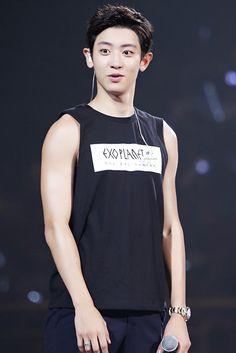 ㅋㅋ look at this cutie ☺️ Chanyeol | 151017 EXO'luXion in Guangzhou