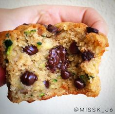 healthy zucchini & banana protein choc chip muffins Healthy Sweet Treats, Healthy Desserts, Delicious Desserts, Healthy Breakfasts, Zucchini Banana, Healthy Zucchini, Shredded Zucchini, Banana Protein Muffins, Chocolate Chip Muffins