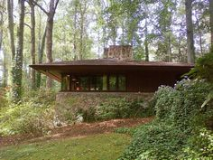 Gabrielle and Charlcey Austin House/ Broad Margin. Frank Lloyd Wright Concealed Eaves Gutter - Detail at column Earthy Neutral Color Scheme Historical Architecture, Modern Architecture, Frank Loyd Wright Houses, Prairie House, Usonian, Austin Homes, Exterior, House Styles, South Carolina